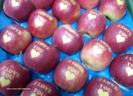 Sprzedam jabłka okolicznościowe z napisem I LOVE YOU z serduszkiem.